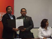 German Castillo - Director Nacional de la Federación ecuatoriana de organizaciones LGBT, recibe el reconocimiento del 27 de Noviembre como el día Nacional de las Diversidades Sexo Genéricas LGBT en Ecuador