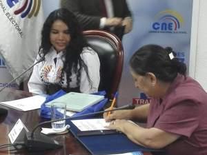 Diane Rodriguez firma acuerdos con el consejo nacional electoral sobre LGBT