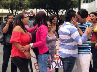6ta edición del beso diverso ecuador lgbt homofobia federación ecuador silueta x (8)