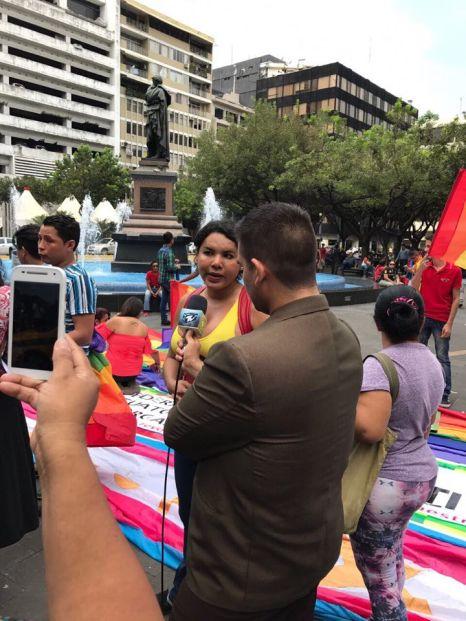 Dine Rodriguez activista transgenero y lgbt en el beso diverso 2017 federacion lgbt silueta x (9)
