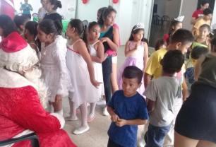 Agasajo Navideño a niños con enfermedades catastroficas y VIH - Asociación LGBT Silueta X - Ecuador (16)