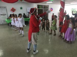 Agasajo Navideño a niños con enfermedades catastroficas y VIH - Asociación LGBT Silueta X - Ecuador (50)