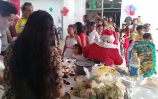Agasajo Navideño a niños con enfermedades catastroficas y VIH - Asociación LGBT Silueta X - Ecuador (67)