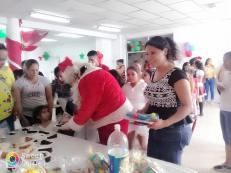 Agasajo Navideño a niños con enfermedades catastroficas y VIH con transexual diane rodriguez - Asociación LGBT Silueta X - Ecuador (6)